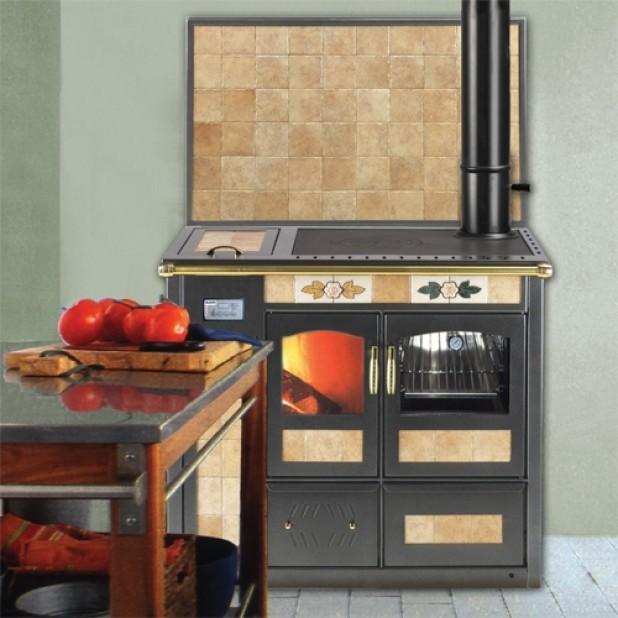 Le cucine a legna in maiolica tra design di pregio e funzionalità