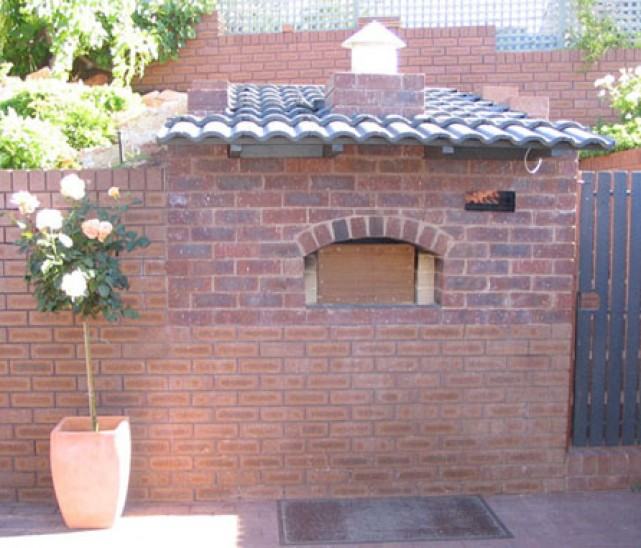 Pin foto barbecue muratura giardino mitula case on pinterest for Forno a legna in mattoni refrattari