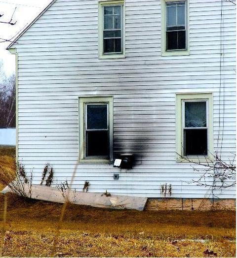 Lu0027immagine Raffigura Una Casa Dove è Presente Uno Scarico Dei Fumi Della  Combustione A
