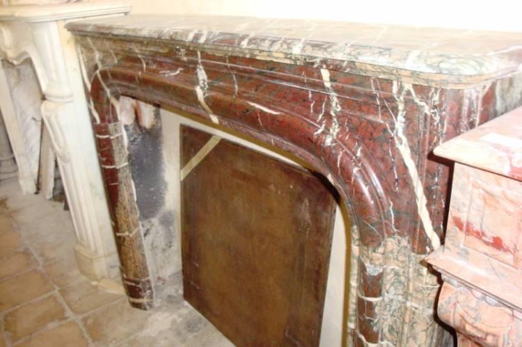 Esempio di caminetto in stile Boudin o Luigi XIV , marmo Rosso di ...