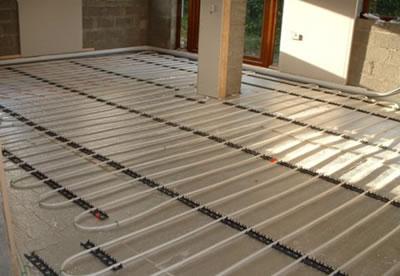 Riscaldamento a pavimento e il pannello solare termico per ...