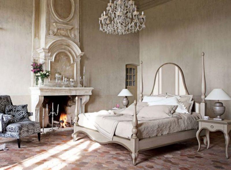 ... più chiara: due esempi di camera da letto e caminetto a confronto
